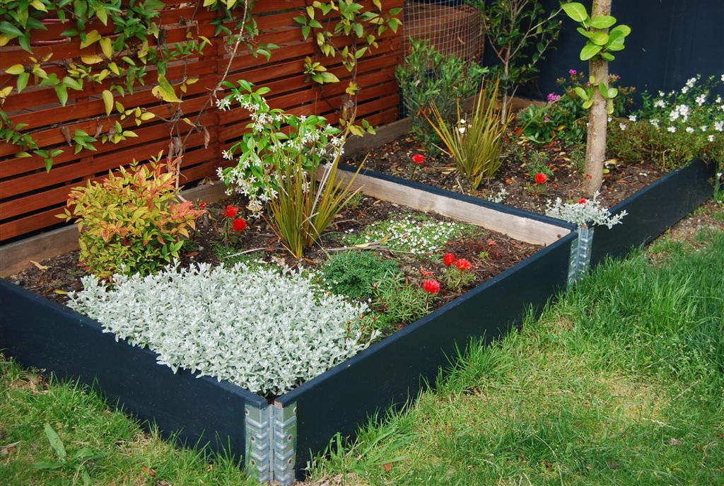 Charmant Raised Flower Beds